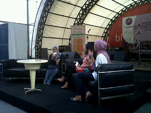 talkshow-with-melly-manuhutu-as-the-guest-speaker